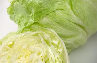 Салат айсберг (листовой салат). Калорийность, польза и вред
