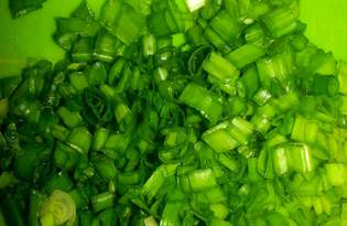 Зеленый лук. Калорийность, польза и вред