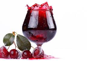 Ликер вишневый. Калорийность, польза и вред