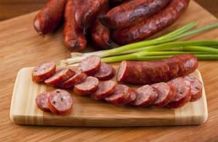 Колбаса сыровяленая. Калорийность, польза и вред