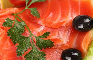 Рыба красная. Калорийность, польза и вред.