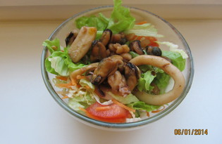Теплый салат с морепродуктами (пошаговый фото рецепт)
