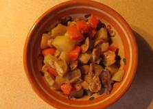 Картошка, тушенная с грибами (рецепт с пошаговыми фото)