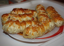 Сосиски в слоенной шубке (пошаговый фото рецепт)