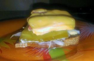 Бутерброд с соленым огурцом и луком (пошаговый фото рецепт)