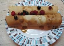 Блинные трубочки с кленовым сиропом и ягодами (пошаговый фото рецепт)