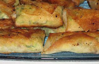 Конвертики из тонкого лаваша со шпинатом (рецепт с пошаговыми фото)