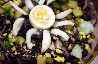 Салат из краснокачанной капусты с горошком