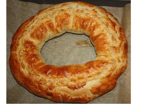 Пирог-кольцо из слоенного теста (пошаговый фото рецепт)