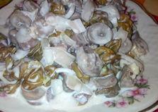 Салат из отварных куриных сердечек с виноградом и маринованным луком (пошаговый фото рецепт)