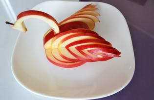 """Фруктовая закуска из яблока """"Лебедь"""" (пошаговый фото рецепт)"""