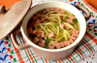Яичная лапша с колбасой и зеленью (пошаговый фото рецепт)