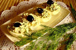 Яйца, фаршированные копченой курицей и зеленью (пошаговый фото рецепт)