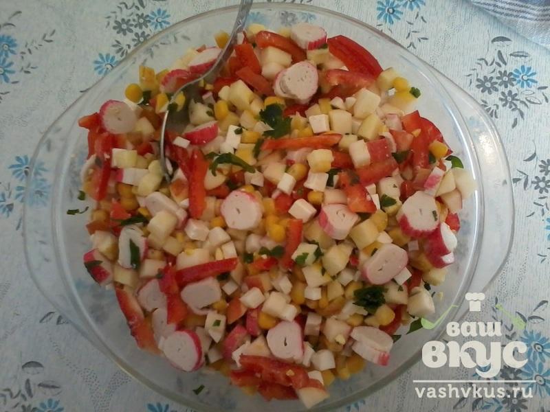 Салат с яблок крабовых палочек и плавленного сыра