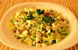 Салат с сухариками и петрушкой (пошаговый фото рецепт)