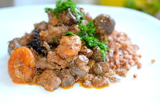 Печень с черносливом и курагой (пошаговый фото рецепт)