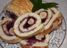 Бисквитный рулет с бананом и вишневым вареньем (пошаговый фото рецепт)