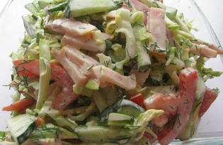 Салат из молодой капусты с ветчиной и помидором (пошаговый фото рецепт)