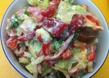Овощной салат с мягким сыром (пошаговый фото рецепт)