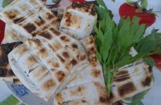 Сыр сулугуни в лаваше с овощами на мангале (пошаговый фото рецепт)