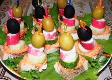 Канапе с крабовыми палочками и икрой мойвы (пошаговый фото рецепт)