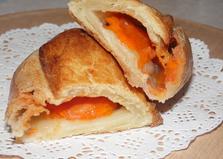 Слойки с абрикосами (пошаговый фото рецепт)
