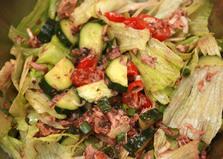 Летний салат с консервированным тунцом (рецепт с пошаговыми фото)