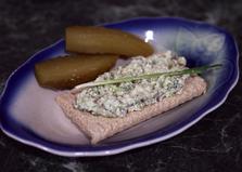 Творожный спред с зеленью и солёными огурцами (пошаговый фото рецепт)