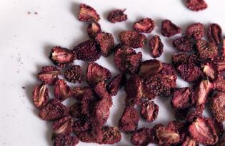 Чипсы из клубники (пошаговый фото рецепт)