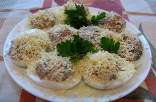 Яйца, фаршированные сельдью (пошаговый фото рецепт)