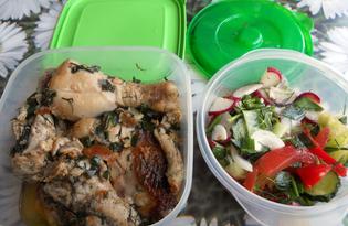 Жареная курица с салатом для похода в лес (пошаговый фото рецепт)