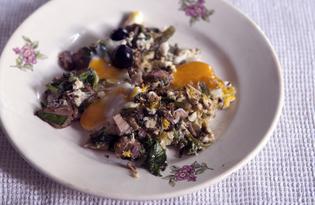 Яичница со щавелем, стрелками чеснока и запеченным мясом (пошаговый фото рецепт)