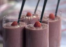 Смузи из абрикосов, клубники, молока и клетчатки (пошаговый фото рецепт)