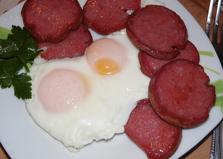 Яичница с копченой колбасой (пошаговый фото рецепт)