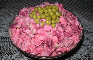 """Салат со свеклой, яблоком и горошком """"Столичный"""" (пошаговый фото рецепт)"""
