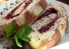 Бисквитный рулет с малиновым вареньем (пошаговый фото рецепт)