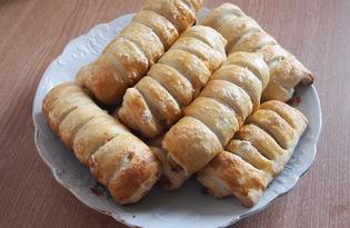 Булочки из слоеного теста с сыром и ананасами (пошаговый фото рецепт)