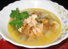 Суп с консервированной семгой и лисичками (пошаговый фото рецепт)
