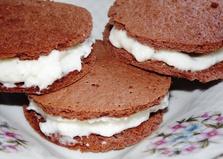Шоколадные мини - бисквиты со сметанным кремом (пошаговый фото рецепт)