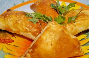 Слойки с брынзой и охотничьими колбасками (пошаговый фото рецепт)