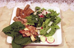 Салат горячий со свининой