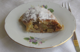 Штрудель слоёный с яблоками и орехами (пошаговый фото рецепт)