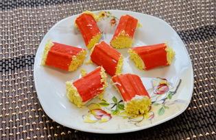Рулетики из крабовых палочек с плавленным сыром (пошаговый фото рецепт)