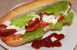 Хот-дог с жареными сосисками и помидорами (пошаговый фото рецепт)