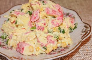 Салат из крабовых палочек с зеленым луком (пошаговый фото рецепт)