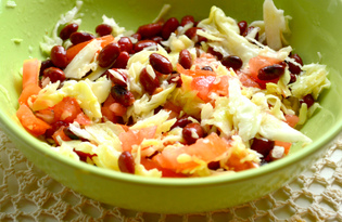 Витаминный салат с консервированной красной фасолью (пошаговый фото рецепт)
