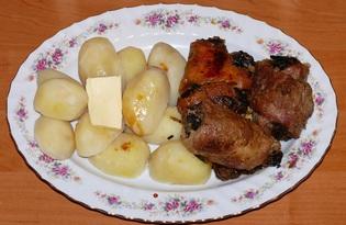 Рулетики из свиной грудинки с грибами и черносливом (пошаговый фото рецепт)