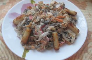 Салат с жареными крабовыми палочками (пошаговый фото рецепт)