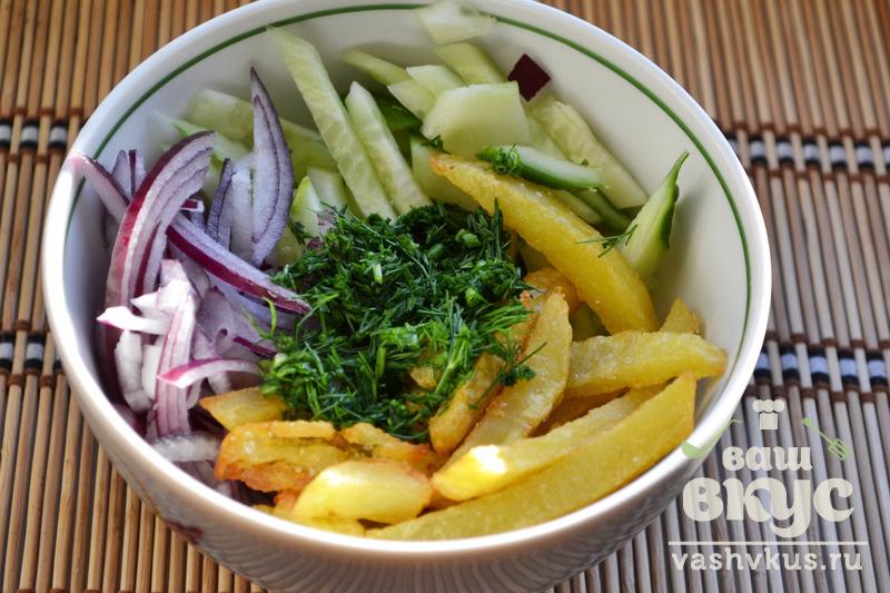 Салат с маринованным луком и картошкой