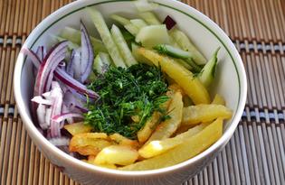 Салат с картошкой-фри, маринованным луком и огурцами (пошаговый фото рецепт)